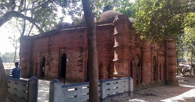 রেজা খোদা মসজিদ বা, ছয় গম্বুজ মসজিদ (Source: http://adarbepari.com/)