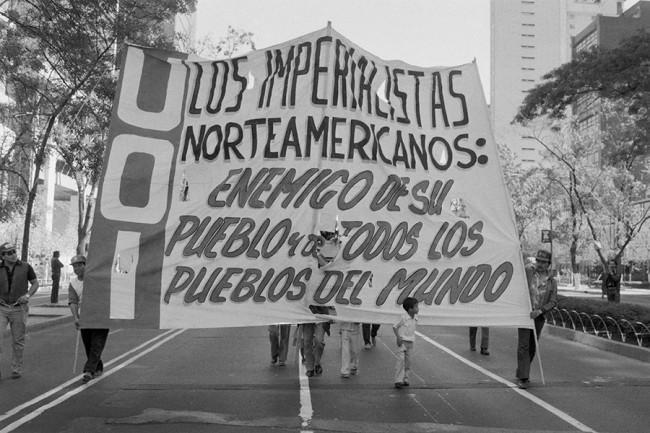 Protests during the LatAm debt crisis. Image Credit: Sergio Dorantes/Corbis